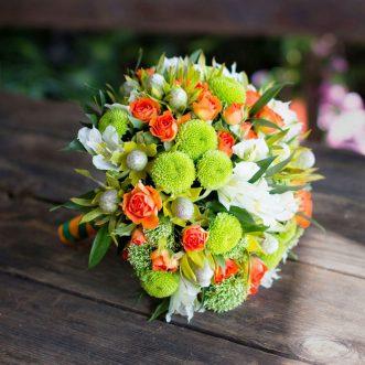Букет невесты из хризантем и альстромерий «Благословение»
