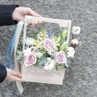 Розы и гиацинты в ящичке