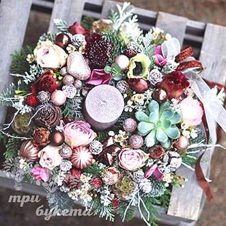 Новогоднее украшение с цветами