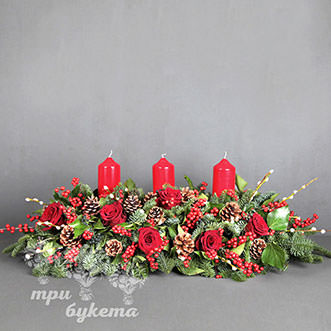 Новогоднее украшение стола с розами