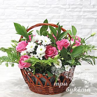 Корзина с ароматными цветами